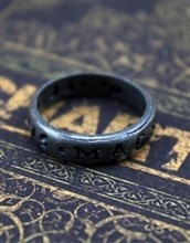 حلقه( گردنبند ) Uncharted 4 Nathan Drake Style Ring